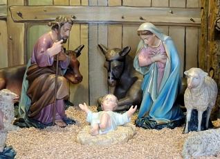 Interieur kerststal Willibrorduskerk