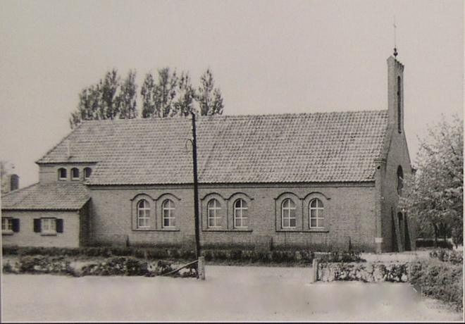 Noodkerk met aanbouw van sacristie