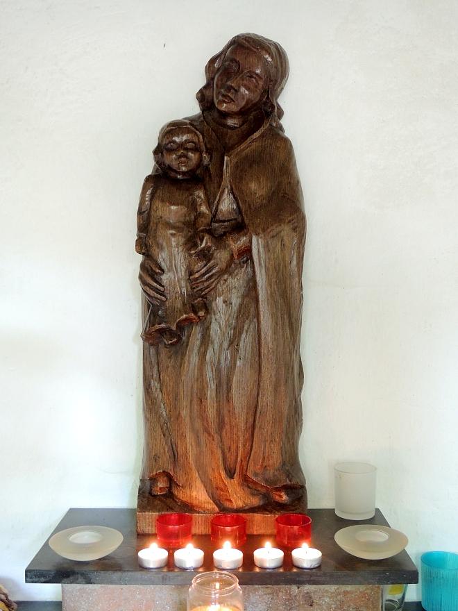 Beeld van O.-L.-V.- van Brabant in kapel in Diessen